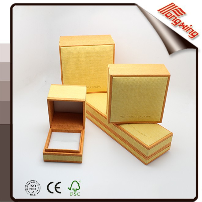 2015Manufacture Yellow straw touch Leatherett paper Plastic Jewelry Packaging Box