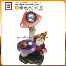 2016 hot selling garden gnome decoration gnome solar light figurines for sale