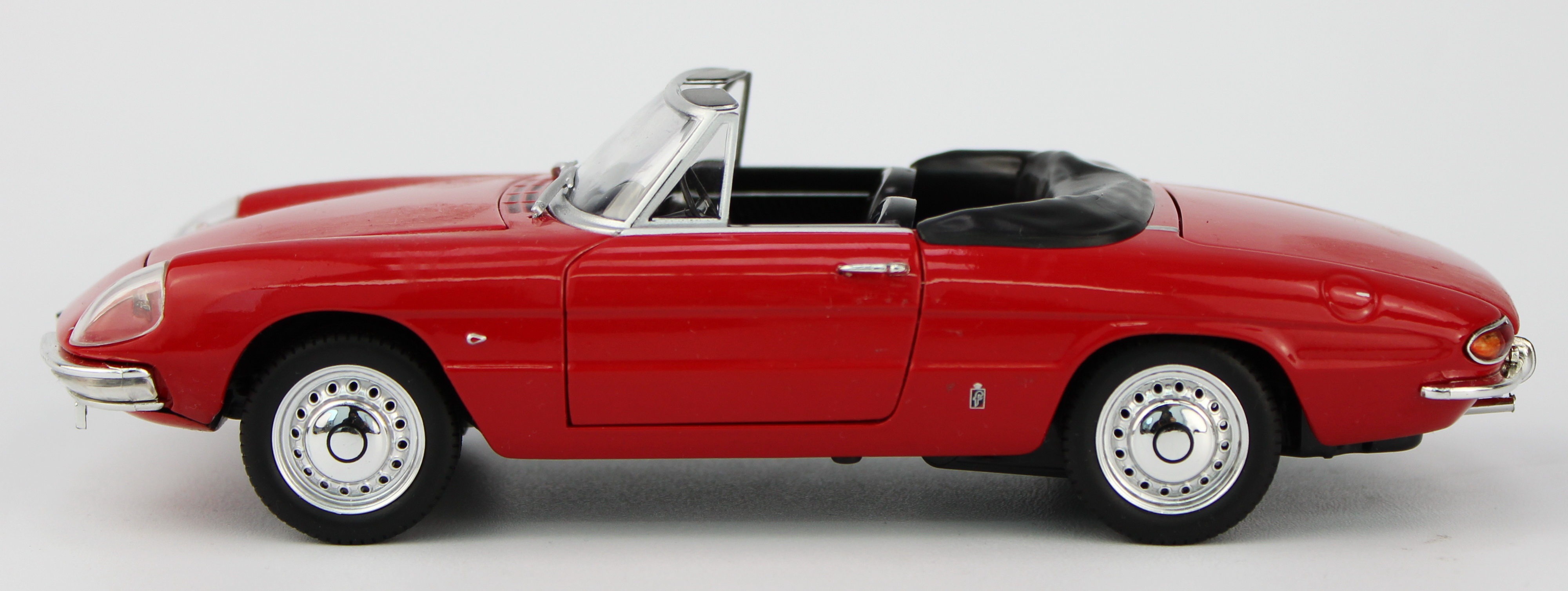 "1:24 zinc alloy model cars Alfa Romeo 1600 Spider ""Duetto"""