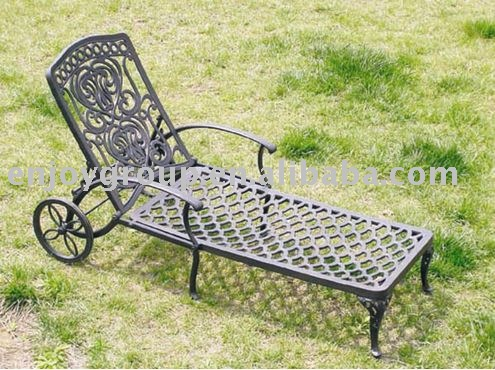 cast alum wheeled sun lounge/outdoor chair