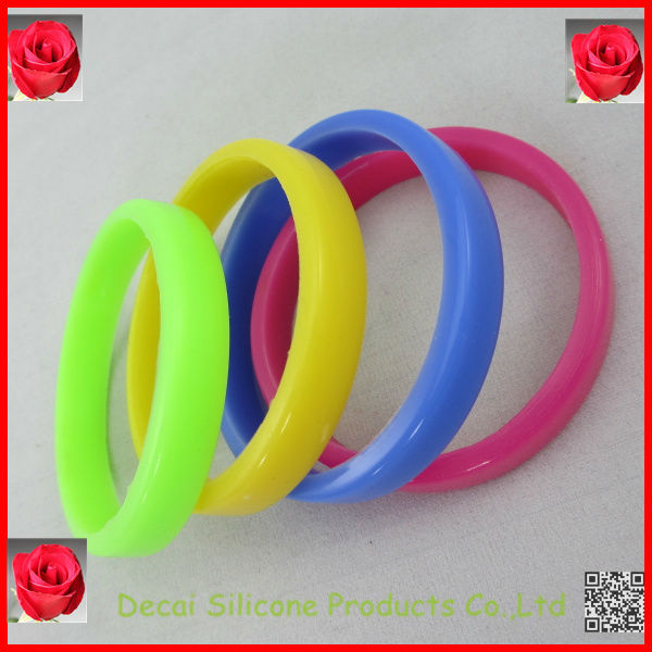 Hot best selling jade silicone wristbands,rubber wristband maker,japan movt water resistant stainles shaped bracelet