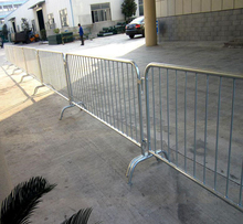 (SGS) 2.5 meter Wide Powder Coated Interlocking Crowd Control Barrier With Flat Basement