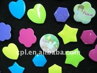 Promotional gift items flower/ star/ heart/ hexagon shape printed tinplate button badge