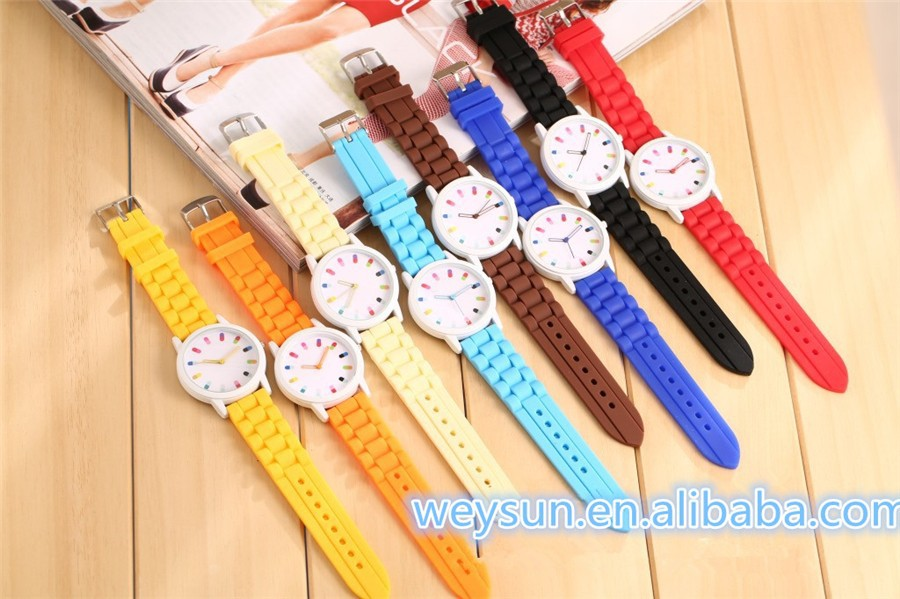 Wristwatches Ladies No Rhinestone Silicone Watch Jelly Sport Quartz Watch