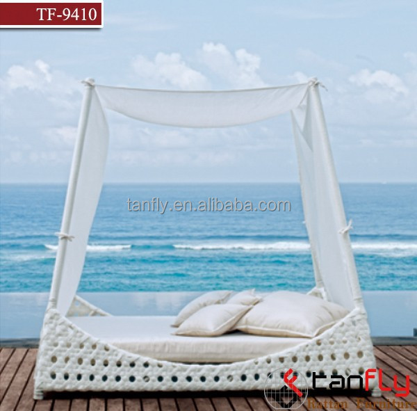 Stylish rattan/wicker sun bed with canopy beach/patio best choice