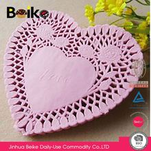 China sale trendy style exquisite colored heart paper doilies