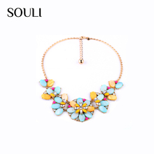 Western style alloy precious stone shell diamond flower statement necklace