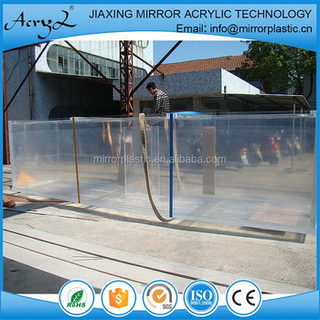Acrylic tanks used for seafood