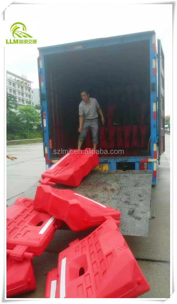 Best price 1300*700mm HDPE plastic road safety water barrier