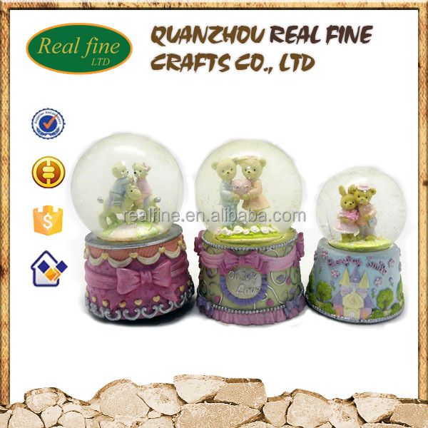 Wholesale wedding souvenirs snow globe for sale