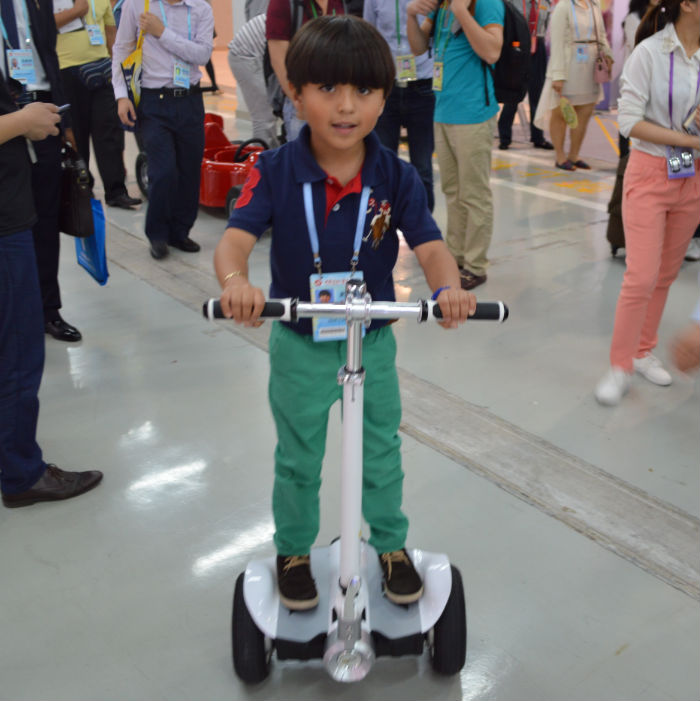 Auto balancing stand up pedal car,China kick flying skateboard scooter