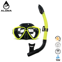Dry Top Snorkel with Purge Valve and Anti-Fog Lens diving mask with camera holder
