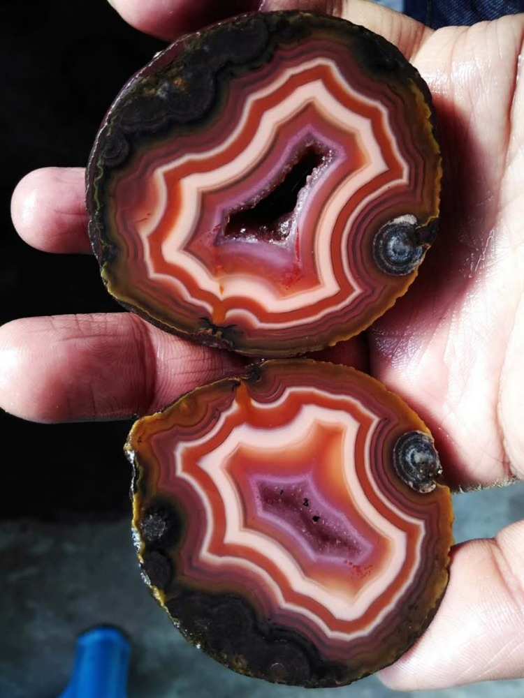 FX-A0059 Rough (Unpolished) Agate Fighting Blood Agate from China
