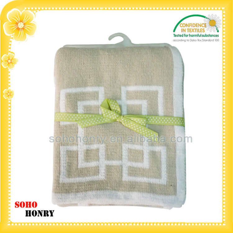 Super soft machine washable polyester jacquard chenille knitted baby blanket