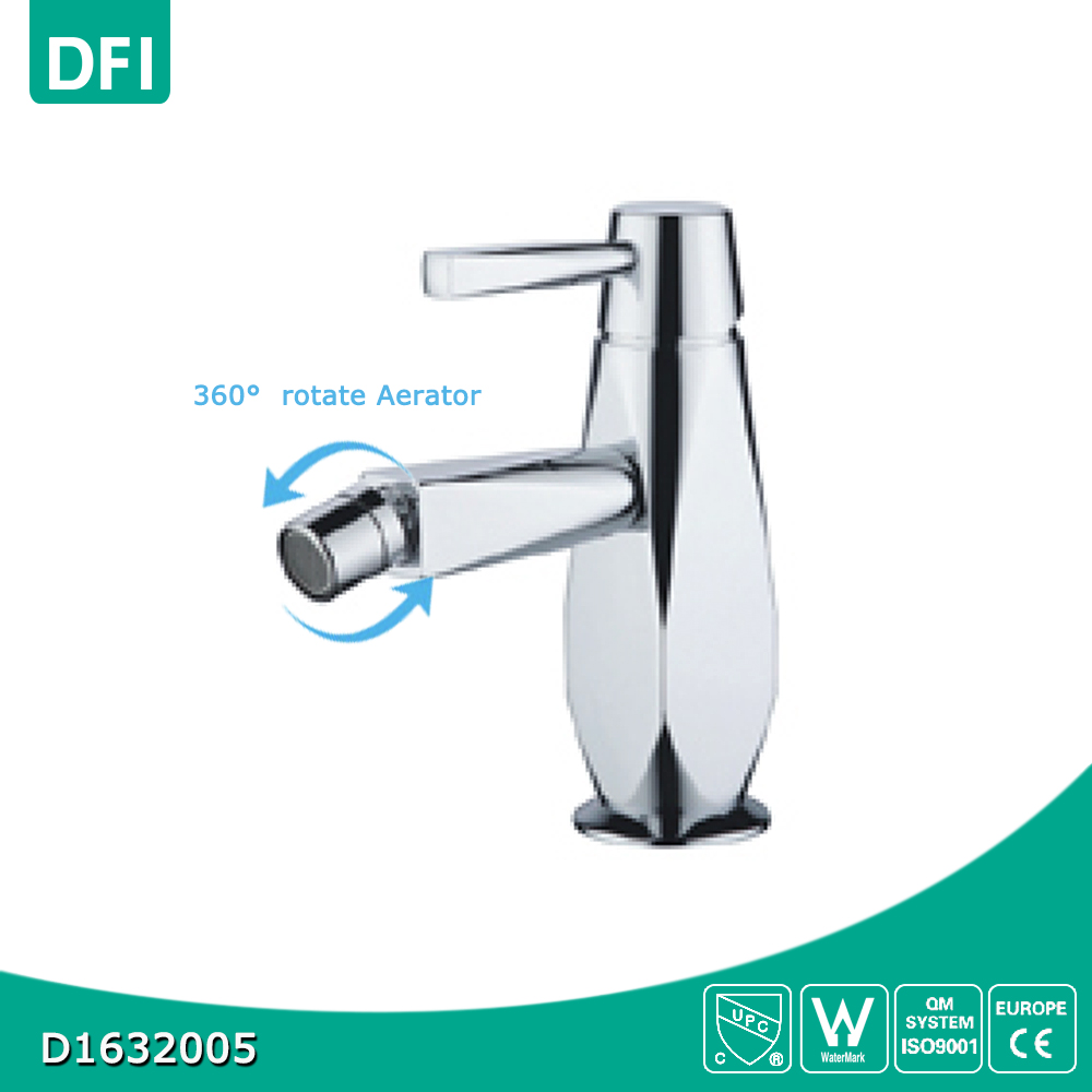 Single handle hot and cold water bidet faucet