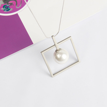 2018 Fashionable Brass Geometric Plastic Pearl Jewelery Necklace