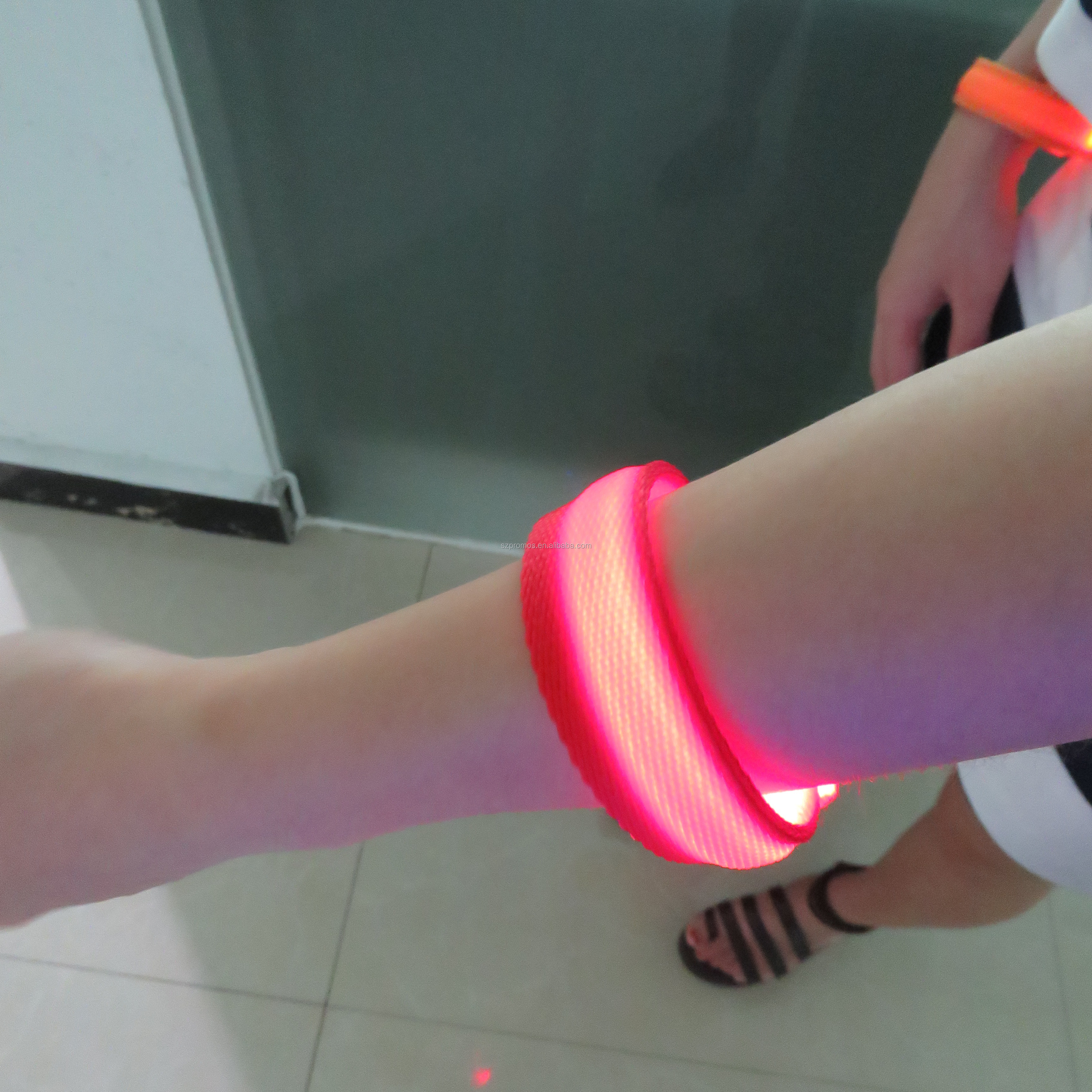SUNJET Multicolor remote control led wristband party supply trade show