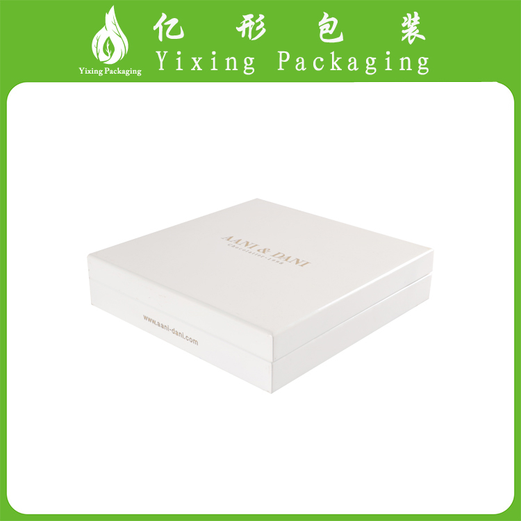 High Quality White lacquer wooden jewelry / skin care gift set packaging box with metal logo