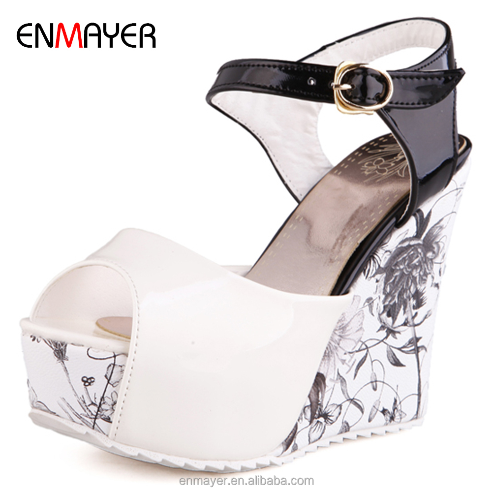 Hot sale kroean fashion round toe lady fancy wedge <strong>sandals</strong> with printed flower platform