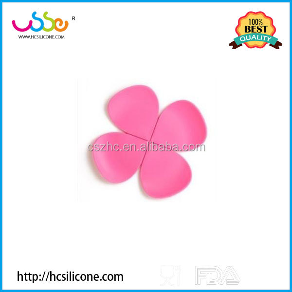 2016 best selling clovers shape silicone heat insulation pad