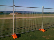 temporary fence , budget panel, plastic foot crowed control barrier