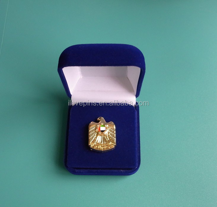 UAE gold eagle pin badge with velet packing box