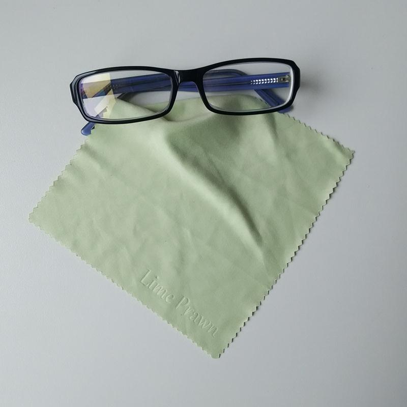 Not easily deformed reusable lens cleaning cloth