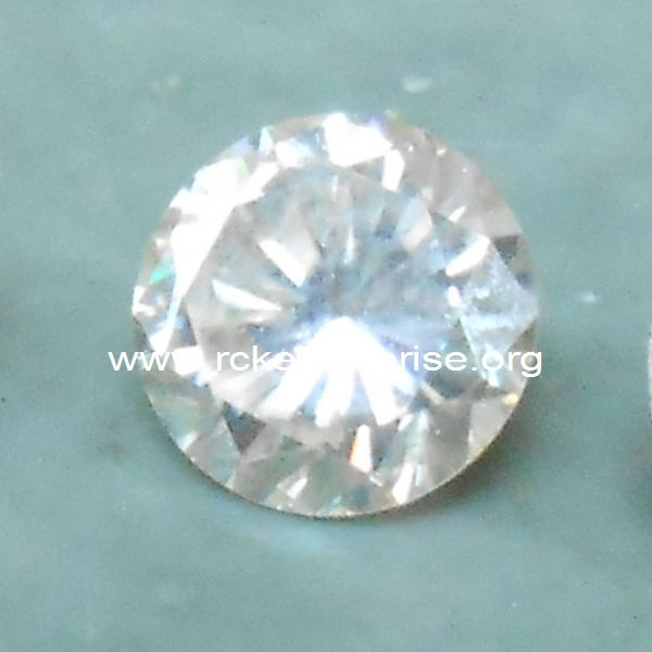 White Moissanite (Round Excellent Cut)