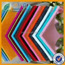 Nonwoven wool/polyester fabric felt wall covering