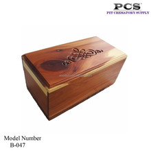 Wholesale Cremation Wood Material Pet Urns With Cedar W/Scroll On Top,Outdoors Funeral Keepsake