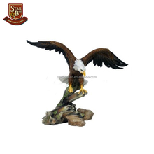 Sora eagle crafts nice home decoration fine polyresin figurine eagles