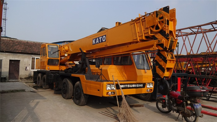 original from Japan 30 ton NK300E-III kato used truck mounted crane for sale