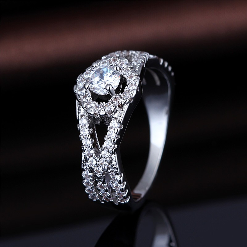 Platinum Plated Silver Metal Ladies Lace Hollow Design Tat Shape Jewellery Rings