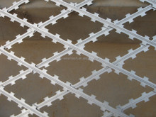 2014 new product stainless steel blade or galvanized steel blade razor barb wire mesh sale/razor with wooden handle