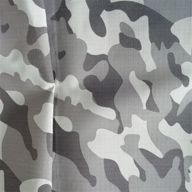 T/<strong>C</strong> 65/35 camouflage fabrics make military uniform / army tent