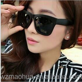 Cheap price UV Fashionable plastic balck sunglasses for Promotion