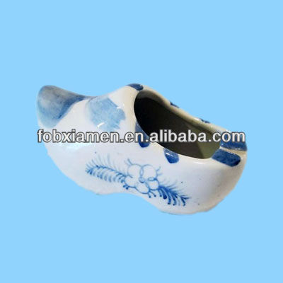 Wholesale Blue And White Chinese Porcelain Shoe Figurine