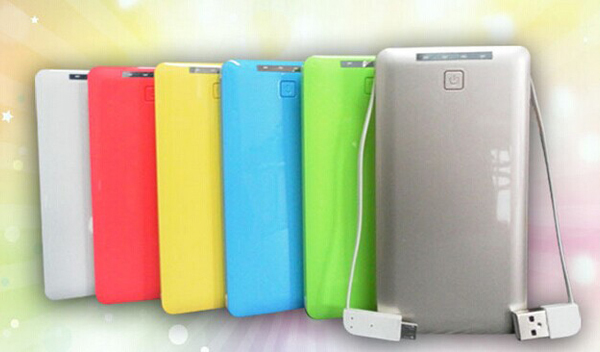 Power bank with 5000mAh capacity, integrated cables with USB, Micro USB and LED lighting indictor
