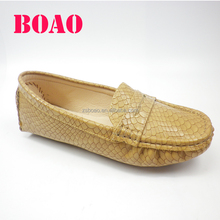 Factory Direct Sales high quality classic comfortable work walking pu flat shoes women