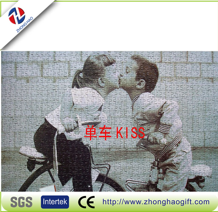 Kissing kids paper jigsaw puzzles