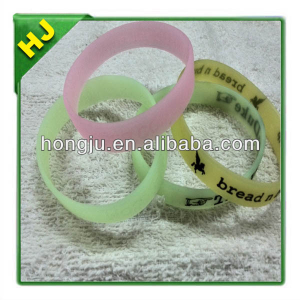Embossed logo silicone rubber wristband glow in the dark