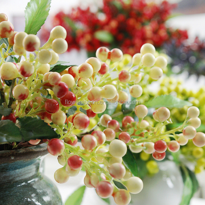 New Design 23Cm Artificial Decorative Waterproof Red Berry Pick Fake Lily Mulberry Artificial Berry Stems Artificial Plants