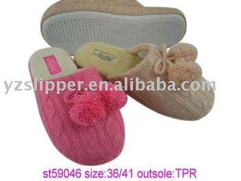 women pom pom slipper