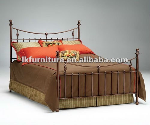 Stylish Crafted Metal Bed In Antique Feel