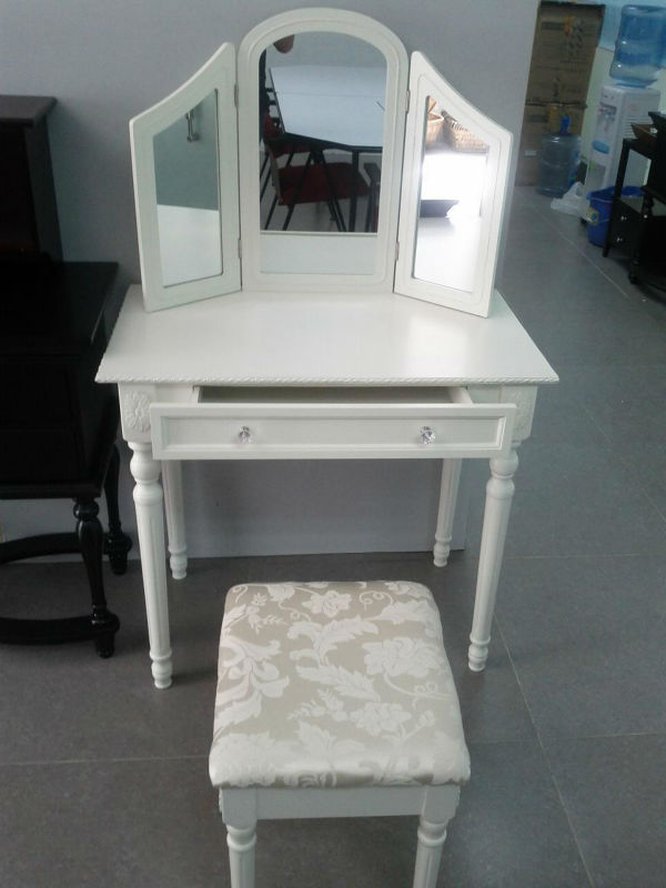 Modern wooden mirror Makeup vanity table