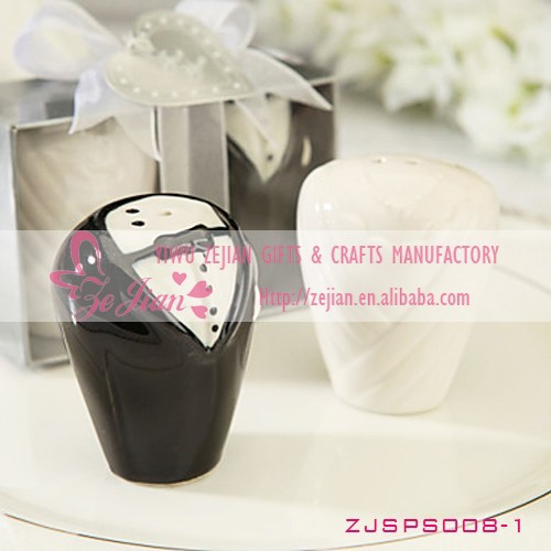 Bride & Groom Salt & Pepper Shaker Cheap Wedding Giveaways