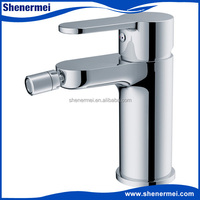 Brass main body and zinc alloy handle single hole bidet faucet