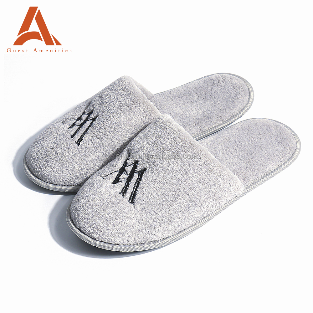 Wholesale Custom Comfortable Embroidered Mens Slippers From China