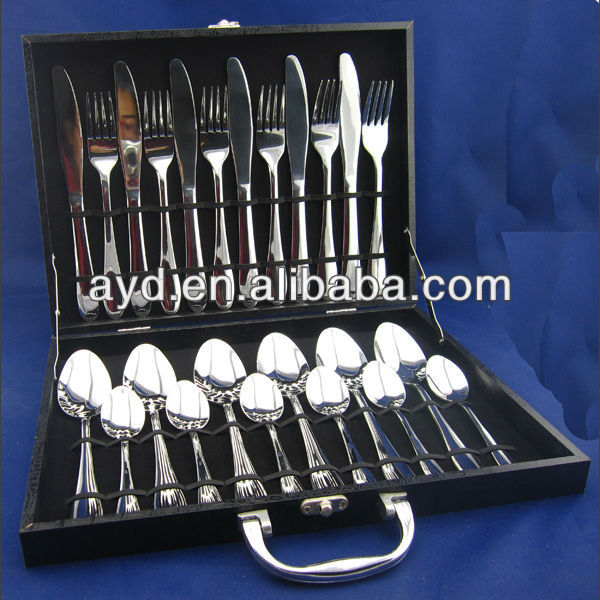 24pcs flatware with wooden case