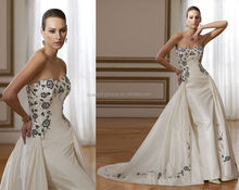 WD0869 off shoulder strapless sweetheart neckline exquisite embroidered bodice new style black and white wedding dresses 2012